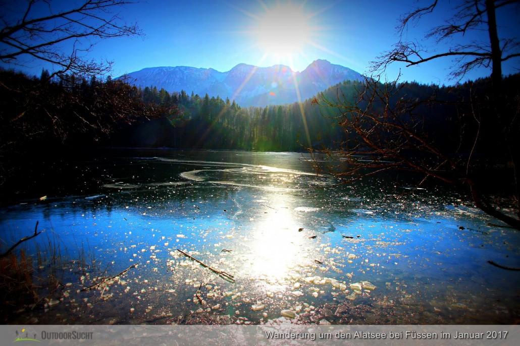 Der zugefrorene Alatsee im Sonnenlicht.